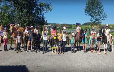 Ponyreiten mit Fabienne (Zürich)